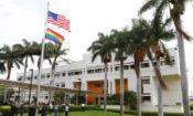 Izamiento de la bandera LGBTI en la Embajada de San José, Costa Rica
